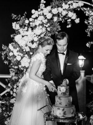 Свадебный торт. Жених и невеста Москва