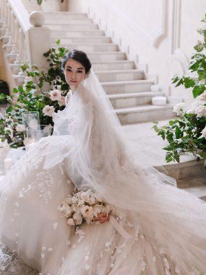Невеста на классической свадьбе фото
