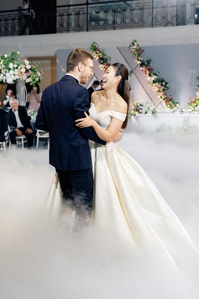 Танец на яркой свадьбе