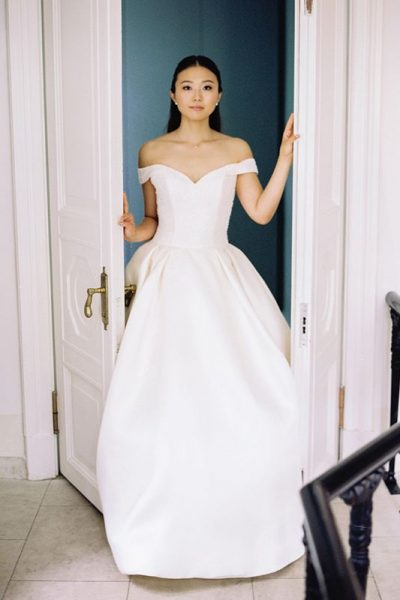 Невеста на масштабной свадьбе