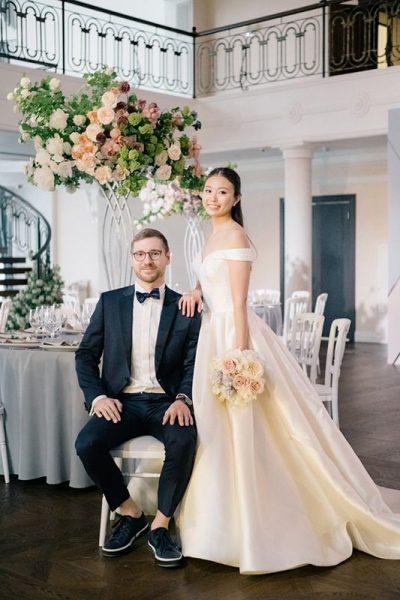 Жених на масштабной свадьбе