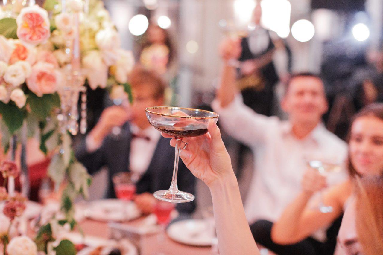 Как выбрать и заказать ведущего на свадьбу